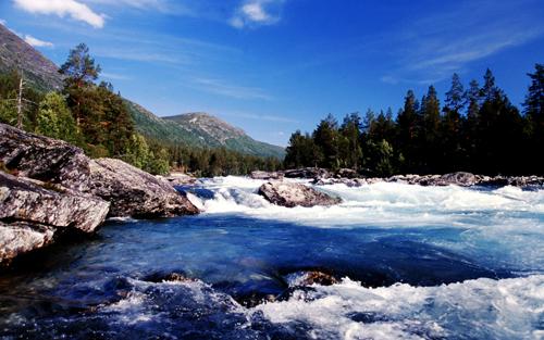 fiume-impetuoso